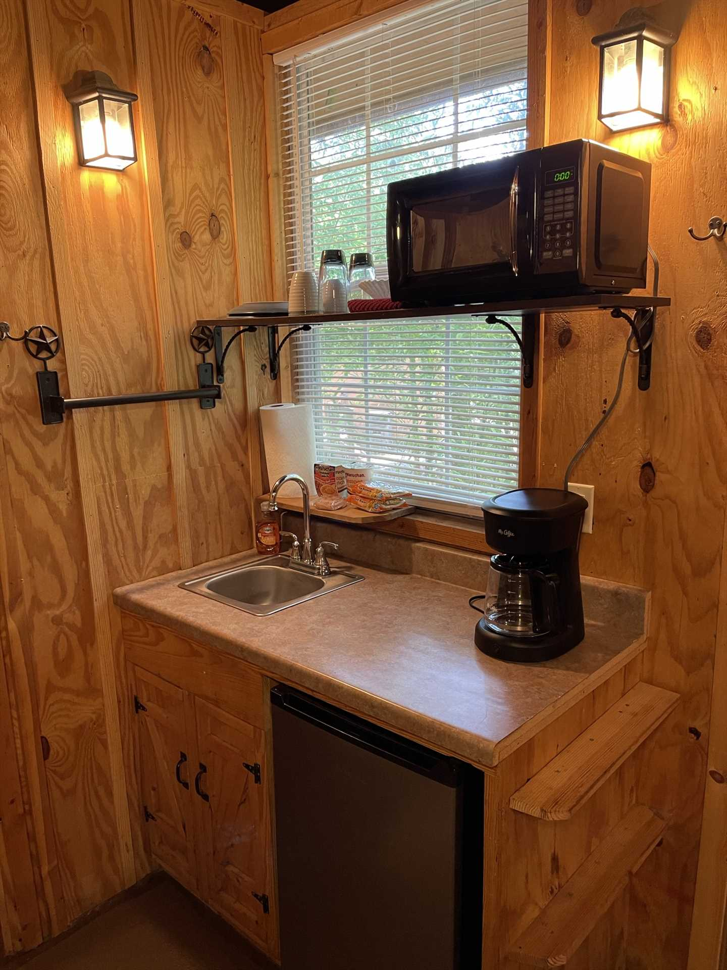 Your tidy kitchenette covers basic culinary needs...and keep in mind all the eateries and shops of Kerrville are close by!
