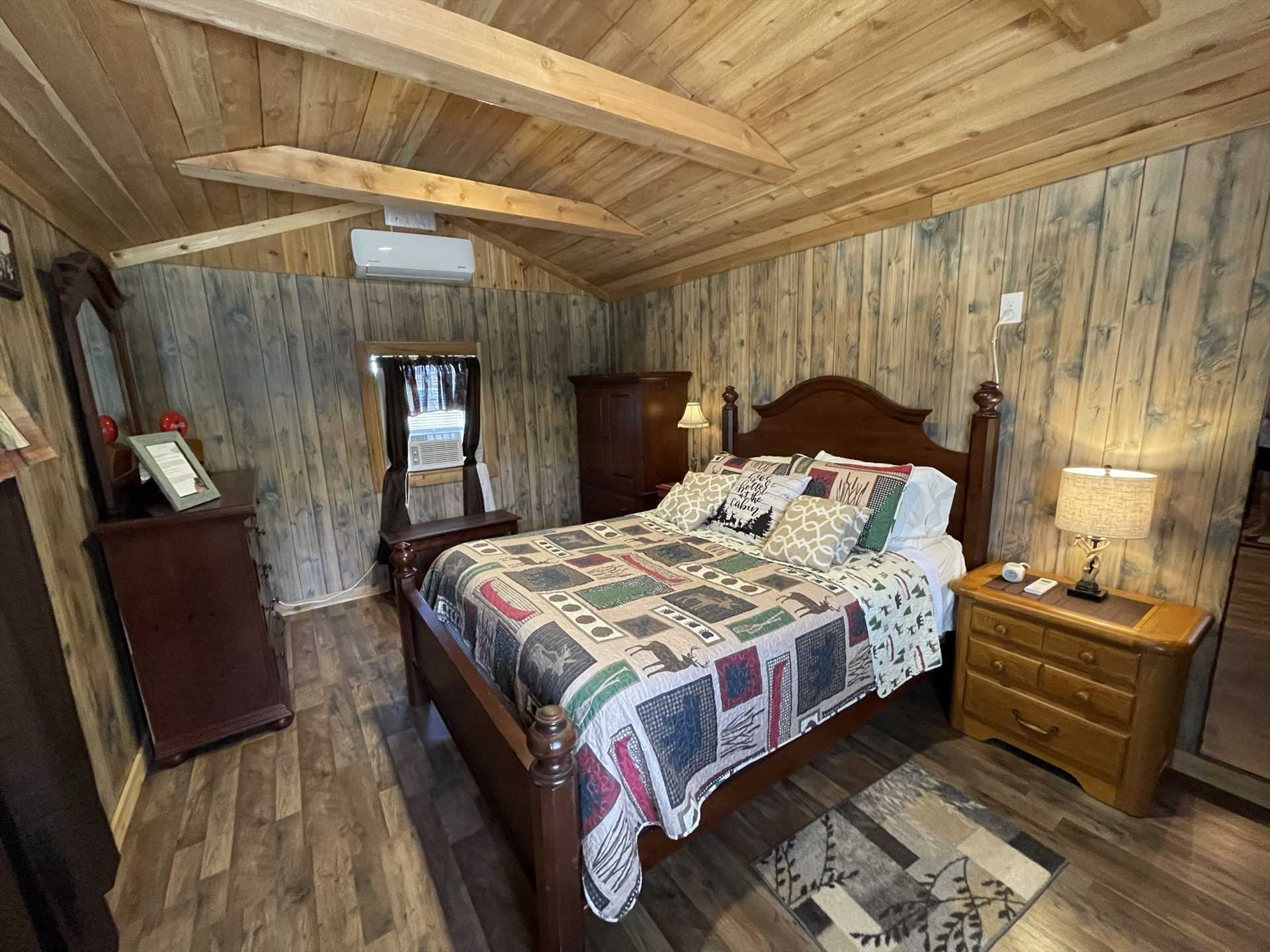 The queen-sized bed in the bedroom is a luxurious place to catch your Z's! Clean and warm bed and bath linens are included for all guests, too..and there's bedding for up to five guests.