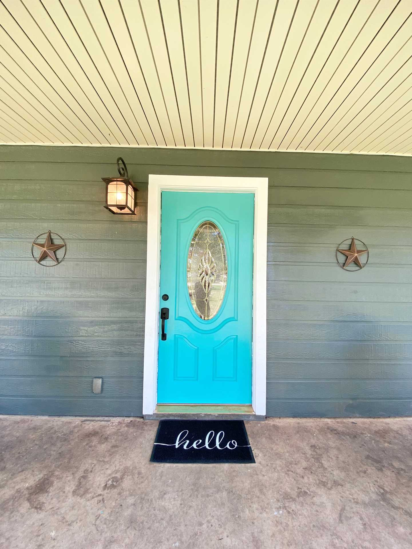 Beyond the colorful and decorative front door lies spacious and classy comfort!