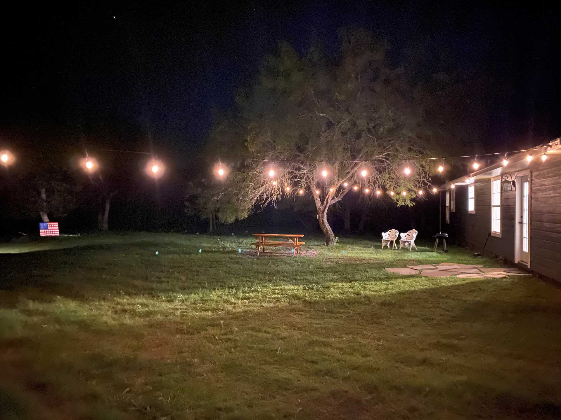 Just because night has fallen doesn't mean the outdoor fun has to end! Enjoy cool country evenings under the magical glow of outdoor lighting, or gather around the crackling glow of the fire pit!
