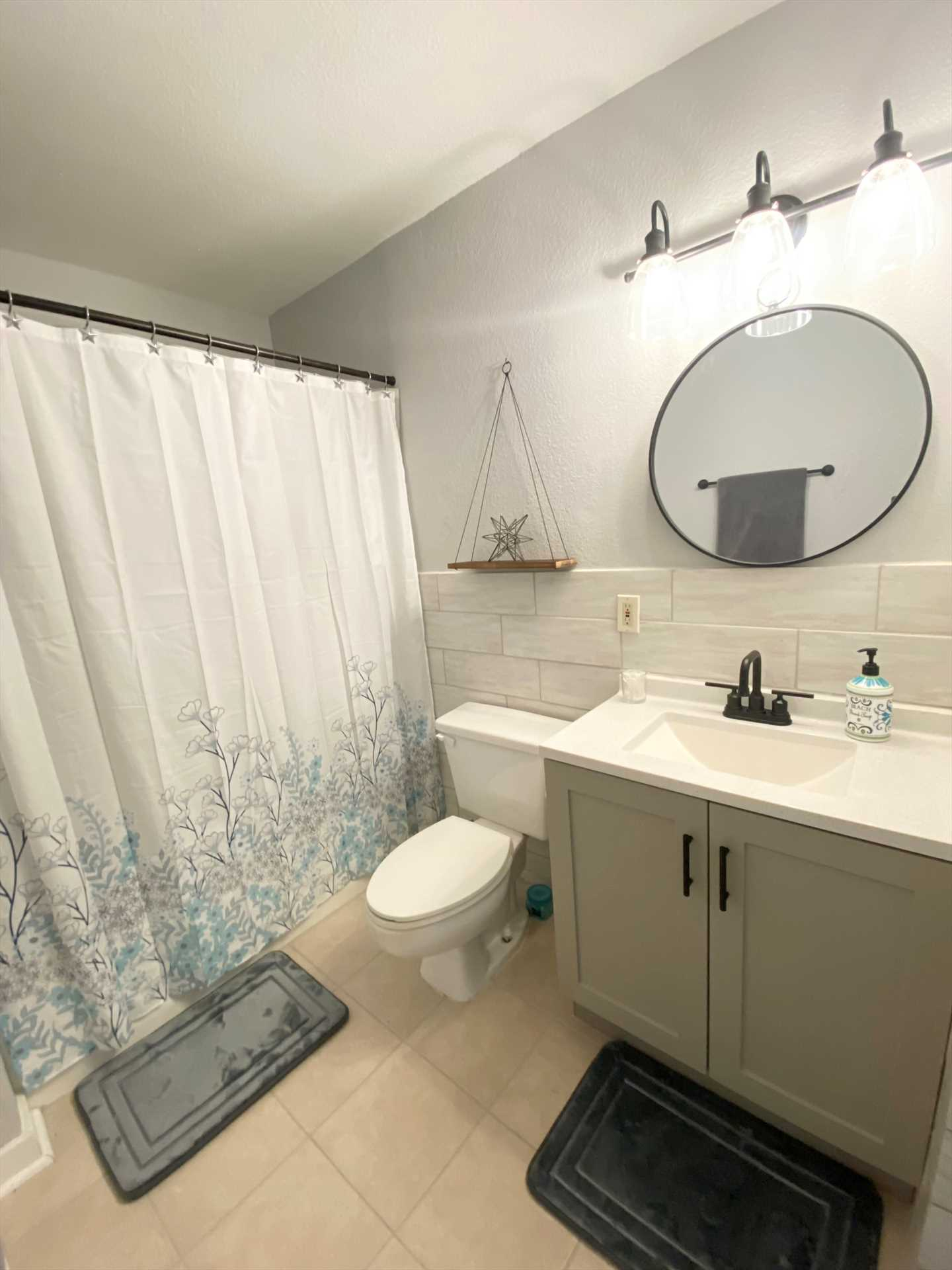 Both baths here are classy and clean, and feature tub and shower combos. Fresh bath linens are provided, as well.