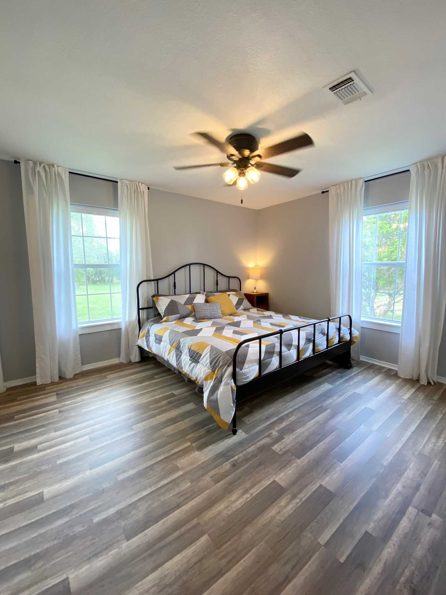 What a comfy corner in which to catch your Z's! All the beds at the Lake Retreat come with clean and comfortable linens.
