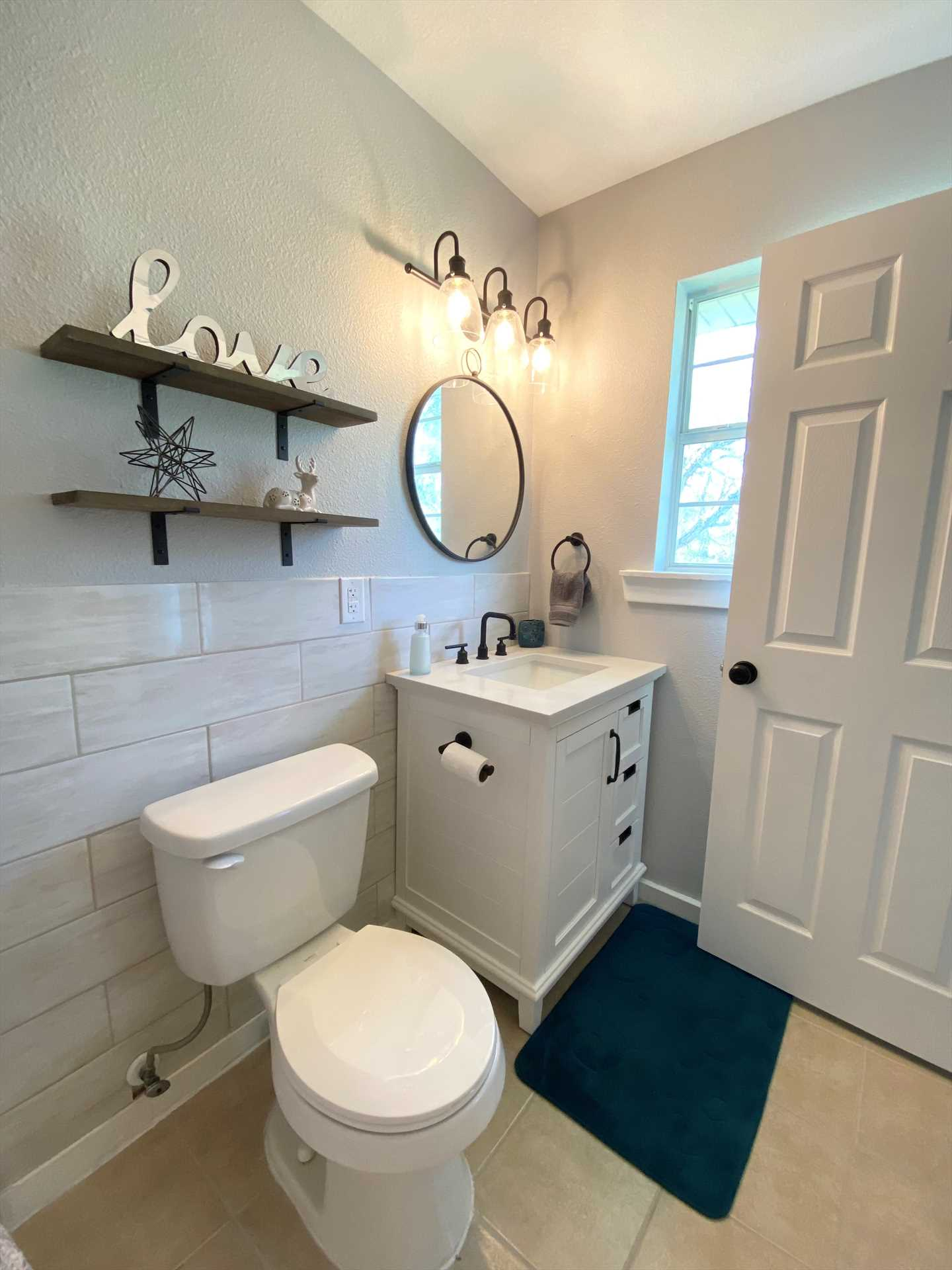 Spotless furnishings and friendly, welcoming decor highlight the two full baths in your Hill Country hideaway.
