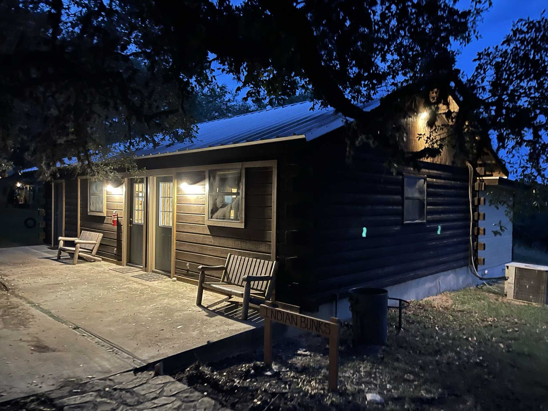 The final two guest cabins at the Retreat are the Cowboy and Indian bunkhouses, which combined sleep up to twenty guests on twin bunks.