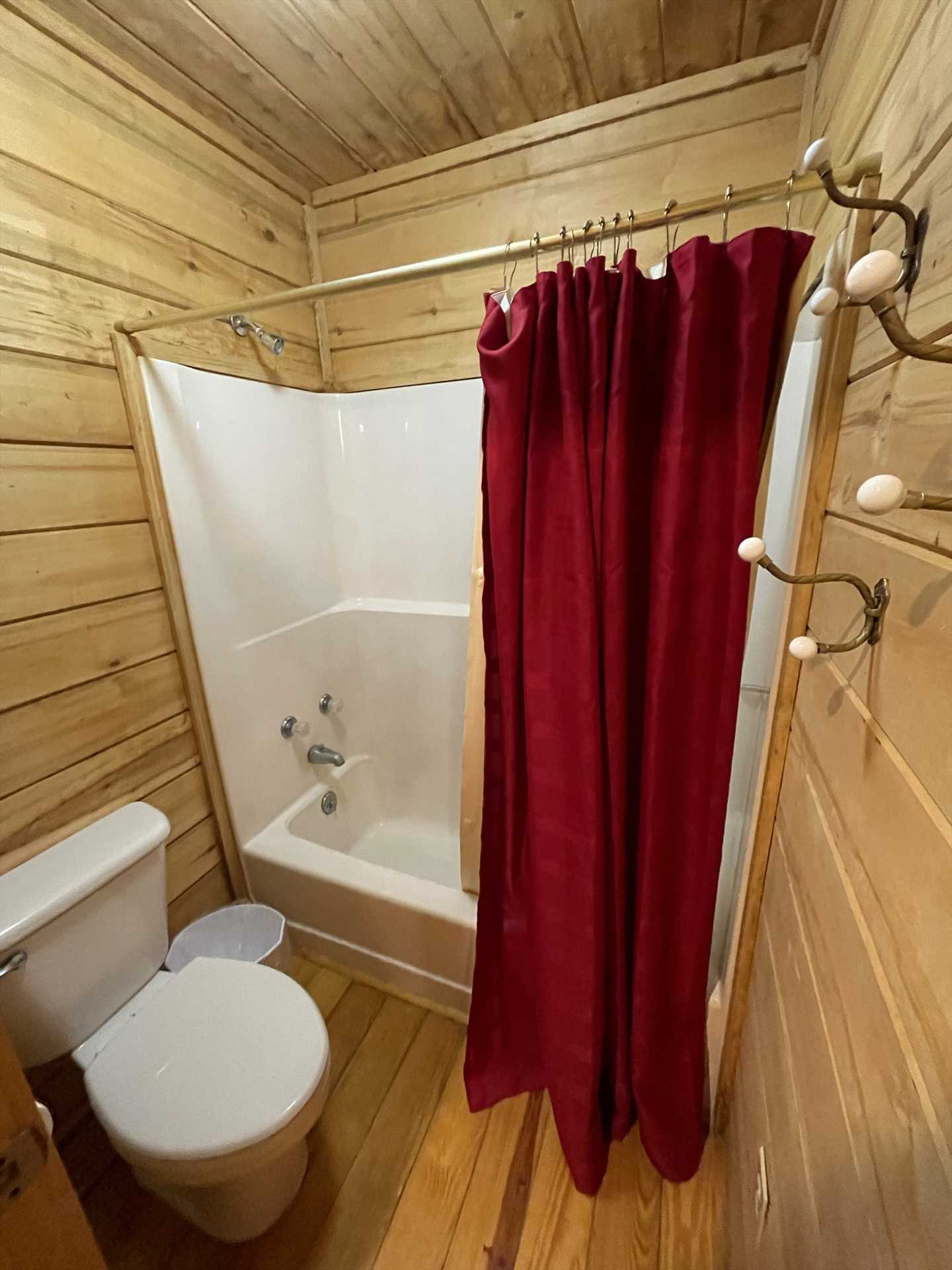 With the Lodge's two bathrooms for six guests, there'll be no standing in line! Both baths include a spotlessly-clean tub and shower combo.